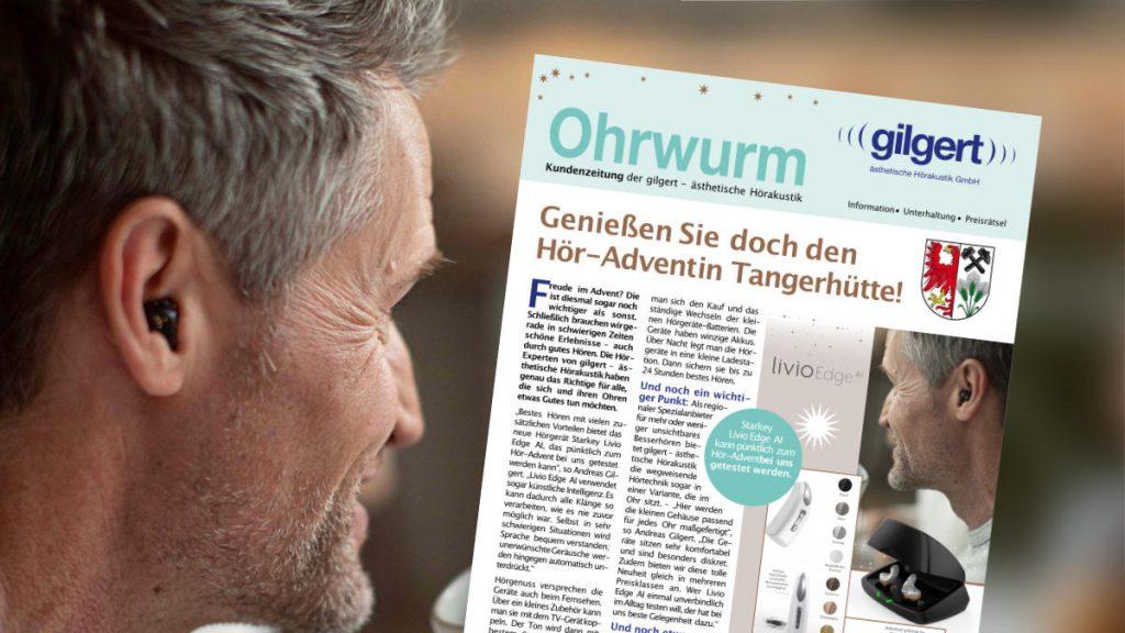 Detailansicht auf Mann mit Hörgerät. Darüber die erste Seite des neuen Ohrwurm-PDFs.